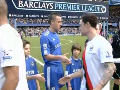 Bridge (fehérben) nem nyújtotta békejobbját terrinek a Chelsea - Manchester City derbi előtt.