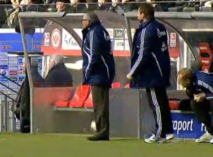 Félix Magath (balra) és a Schalke már a második helyen áll