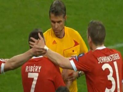 Hiába magyarázkodott Ribéry, a játékvezető felmutatta a piros lapot
