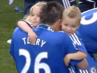 Terry gyermekeivel, Summerrel és George-al ünnepelt