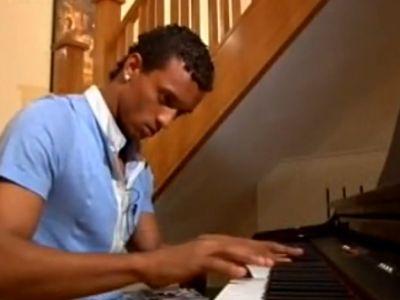 Nani biztosan inkább focizna, mint zongorázna