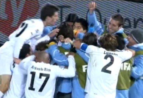Uruguay fél lábbal a nyolcaddöntőben