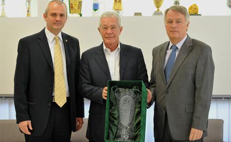 Az MLSZ köszöntötte születésnapján a magyar edzőképzés egyik vezető alakját, Mezey Györgyöt