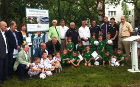 Mini futballpályát avattak a Ferencváros alapításának 114. évfordulóján