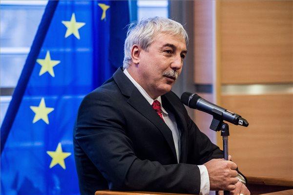 Mészáros János, a Nemzeti Versenysport Szövetség (NVESZ) újonnan megválasztott elnöke, a Magyar Karate Szakszövetség elnöke, a MOB eddig alelnöke, a nem olimpiai sportágak szakmai tagozatának vezetője